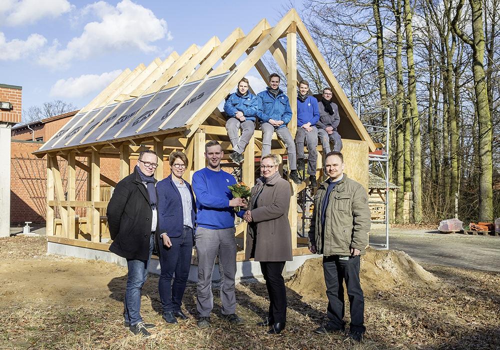 Das Holzfachwerkhaus soll zukünftig als Grünes Klassenzimmer verwendet werden. Foto: Volkswagen/Ansgar Wilkendorf