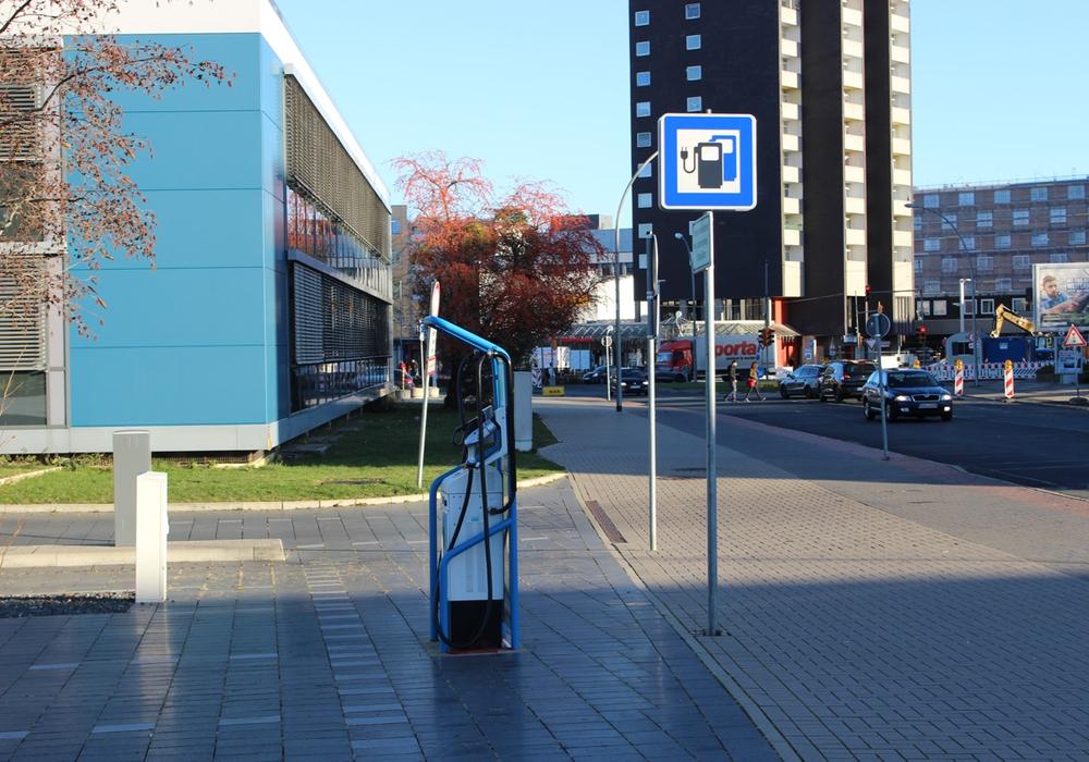 Wenn es nach der Gemeinde geht, kommt am Rathaus in Velpke eine Ladesäule. Symbolfoto: Alexander Panknin