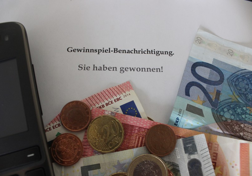 Ein 30-Jähriger steht im Verdacht, durch falsche Gewinnbenachrichtigungen viel Geld ergaunert zu haben. Symbolfoto: Anke Donner