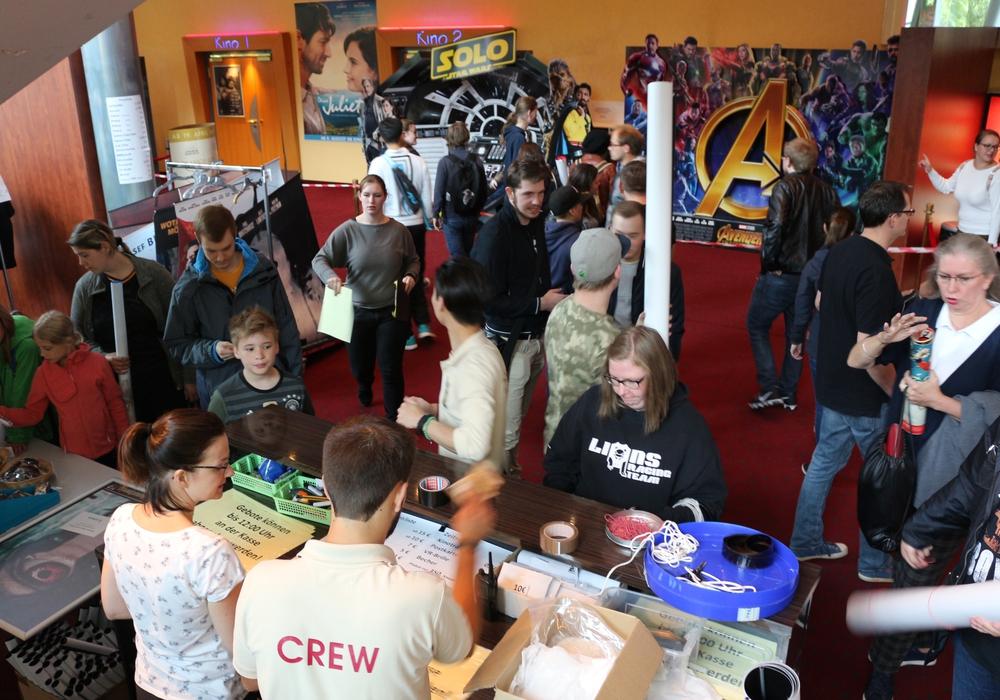 Im C1 fand am Samstag wieder der Kino-Flohmarkt statt. Fotos: Anke Donner