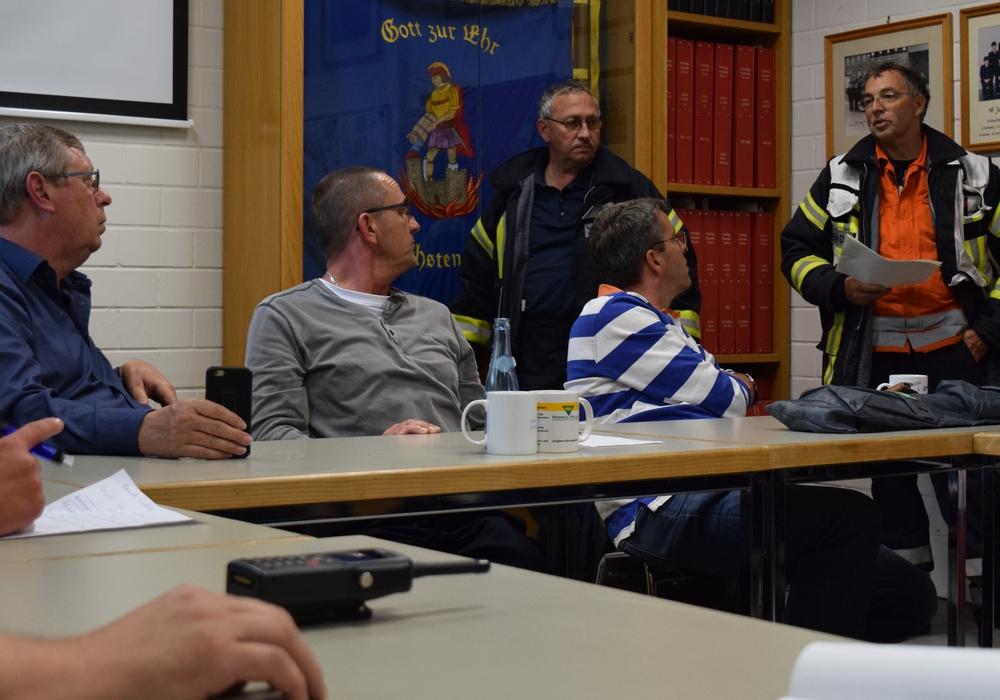 Lagebesprechung auf der Feuerwache in der Okerstraße – mit Erstem Stadtrat Burkhard Siebert, Stadtbrandmeister Christian Hellmeier und Oberbürgermeister Dr. Oliver Junk (von links). Foto: Stadt Goslar