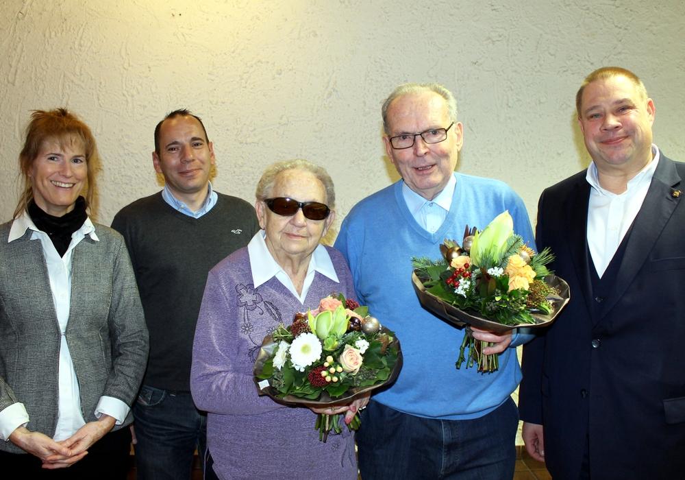 Babette Ulbricht, Can Flechtner mit den Geehrten Liselotte Heinrich, Günther Gollmer und Bürgermeister Wittich Schobert. Foto: Stadt Helmstedt