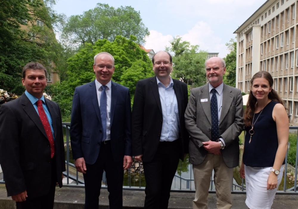 Von links: Olaf Kosel und Marc Lohmann (Samtgemeinde Oderwald), Christian Meyer (Landwirtschaftsminister), Dr. Lothar Liebermann und Mirjam Olschewski (ArL Braunschweig). Foto: Privat