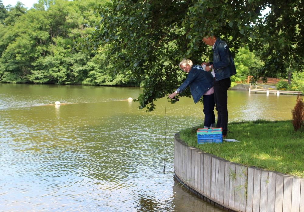 Wie hier im Kennelbad werden während der Saison regelmäßig Wasserproben genommen. Foto: Archiv/Alexander Dontscheff