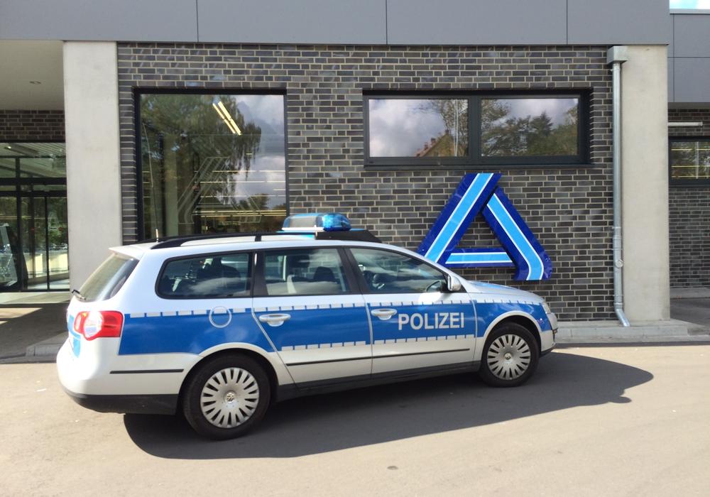 Diebe versuchten in eine Aldi-Filiale einzubrechen. Symbolfoto: Werner Heise