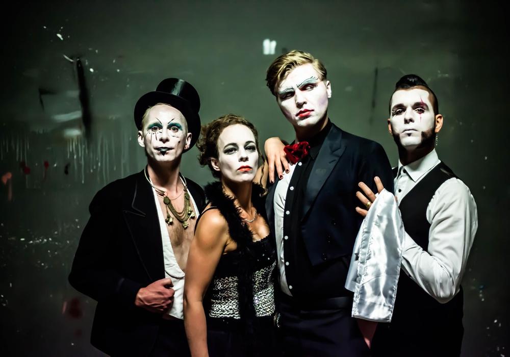 """Die Berliner Queer-Punk-Cabaret Band """"The Metafiction Cabaret"""" spielt auf dem Braunschweiger Sommerlochfestival. Foto: Anne Sturm"""