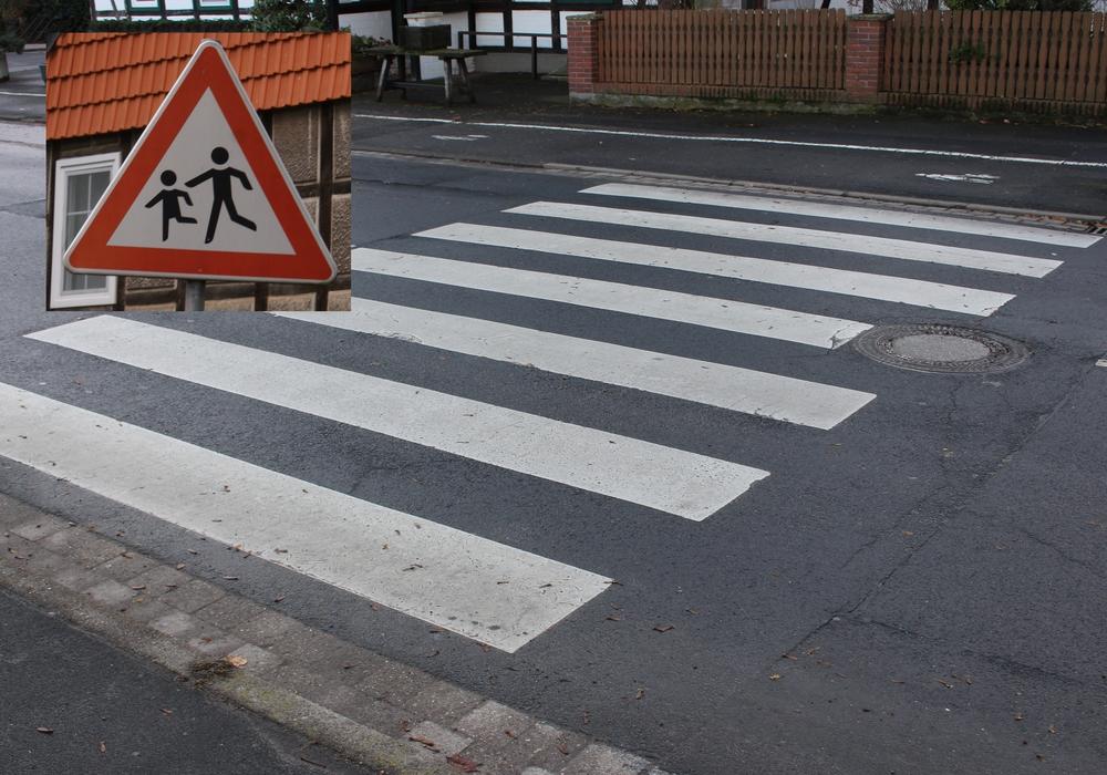 Gefahrenhinweisschilder und ein ein Zebrastreifen könnten helfen, mehr Verkehrssicherheit am Grasplatz zu schaffen, so die SPD. Symbolfoto: Alexander Panknin
