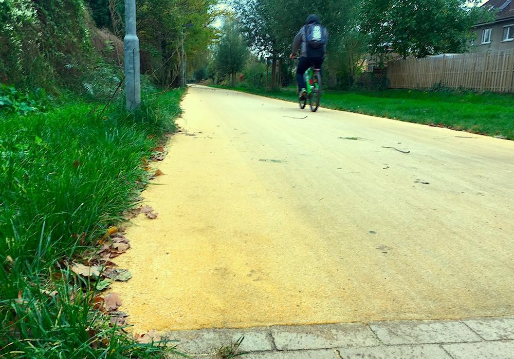 Das Ringgleis zwischen Triftweg und Kälberwiese hat jetzt einen gelben Farbton. Foto: Alexander Dontscheff