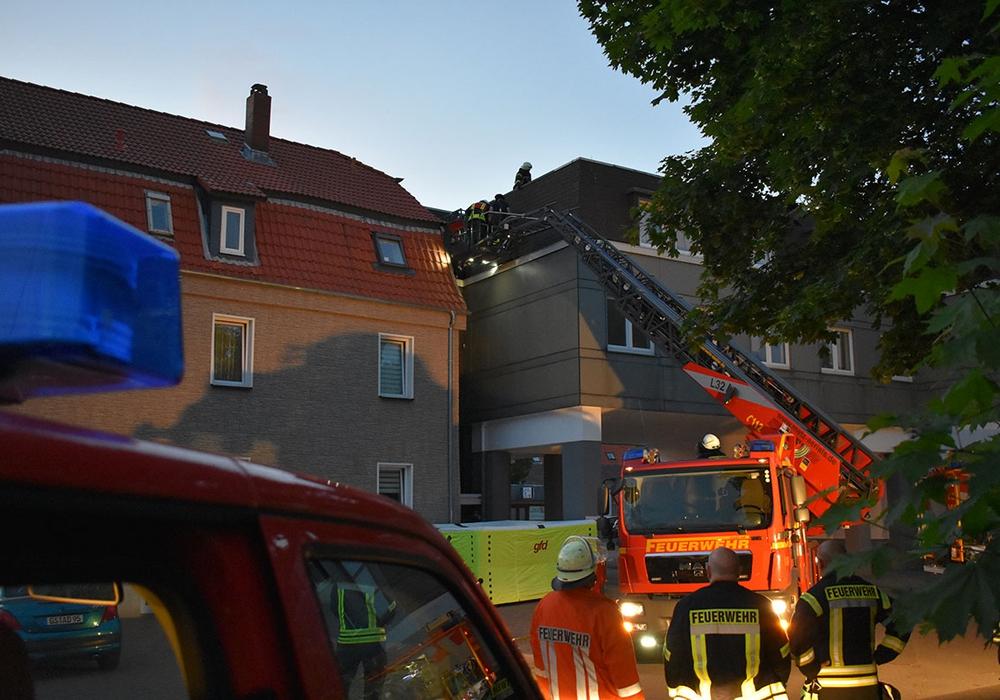 Die Drehleitung aus Goslar kam zur Hilfe. Foto: Freiwillige Feuerwehr Oker