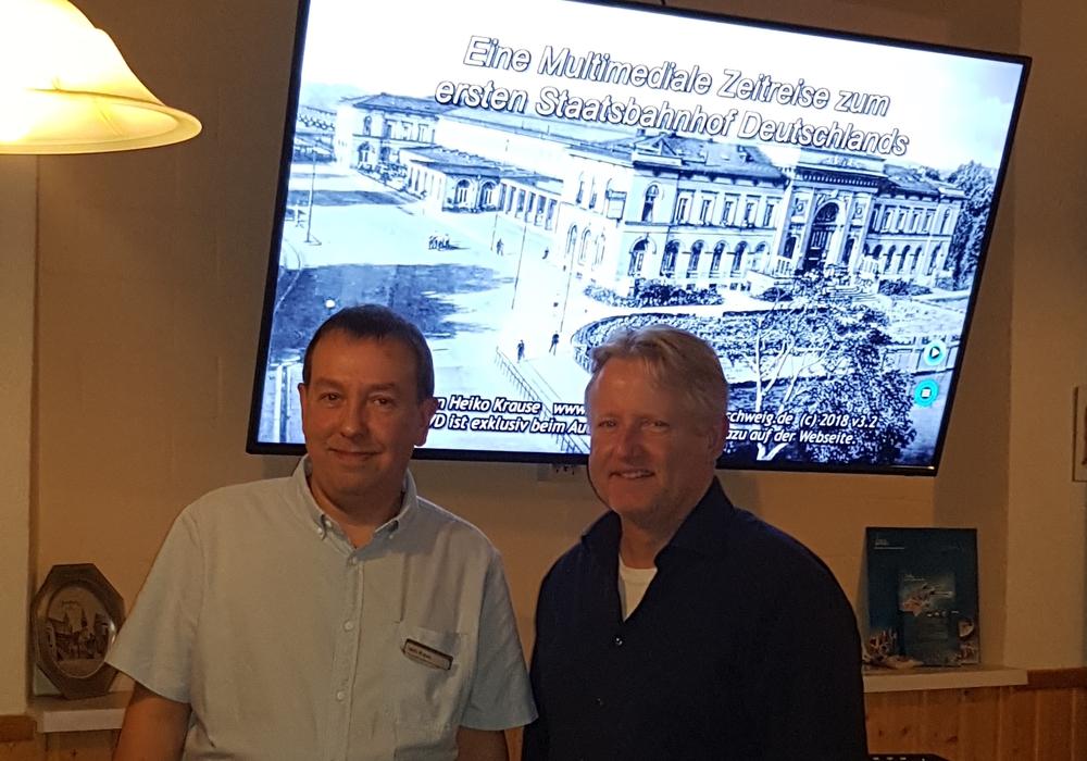 Auf Zeitreise: Produzent Heiko Krause und Thorsten Wendt vom CDU-Ortsverband. Foto: Thorsten Wendt/CDU-Ortsverband Wabe-Schunter