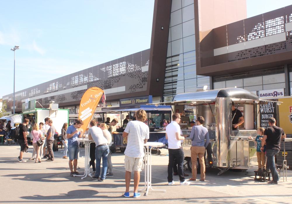 Auch am zweiten Tag können im BraWo Park beim Beer&Burger Festival Burger in verschiedenen Variationen probiert werden. Fotos: Anke Donner