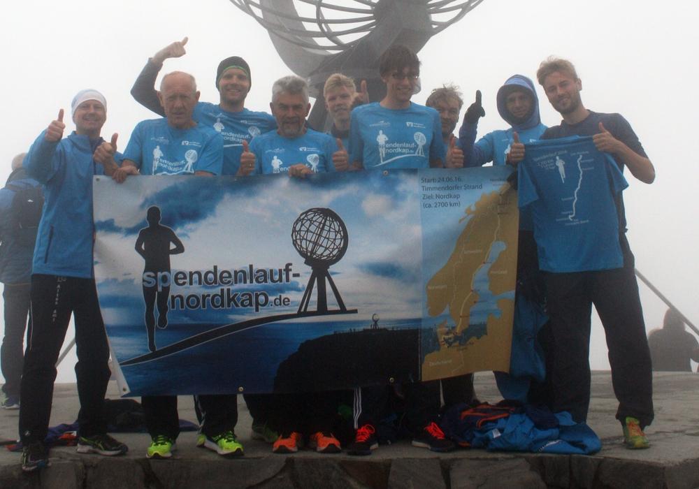 Nach 15 Tagen haben die Sportler endlich ihr Ziel erreicht und melden sich vom nördlichsten Punkt Europas mit einem Erfahrungsbericht. Fotos:  Rolf Nolte und Markus Jürgens