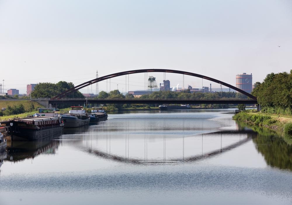 Die Stabbogenbrücke über den Salzgitter Stichkanal, die im Sommer saniert werden soll. Foto: André Kugellis