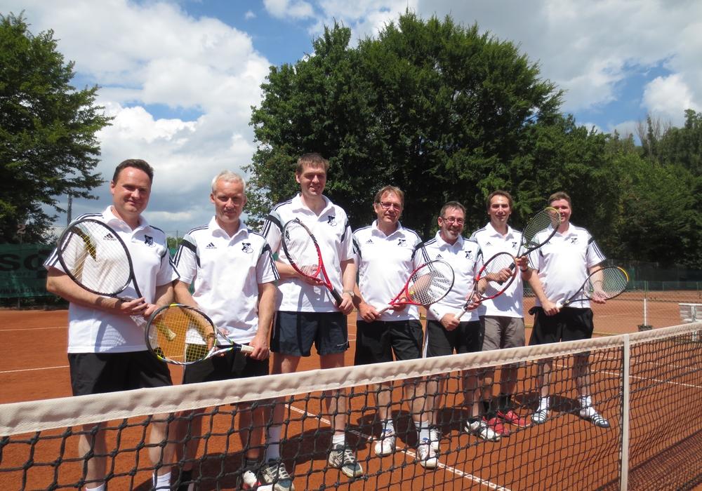 Die Tennisabteilung des ESV blickt auf die Saison zurück. Hier: die Herren 40 (Aufsteiger) Von links: K.-I. Kornfeld-Thieme, F. Büttner, K. Bursie, K. Täubert, M. Jacobs, E. Tischler, A. Lindemann Foto: Privat