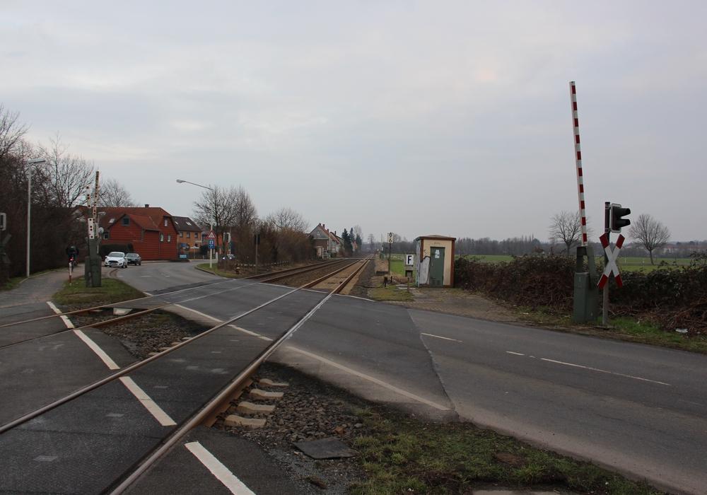 An den Groß Stöckheimer Bahnübergängen herrscht demnächst Tempo 30. Symbolfoto: Archiv