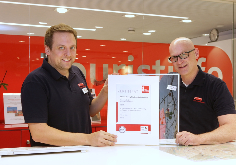 Die Touristinfo Braunschweig wurde erneut mit der i-Marke zertifiziert. Foto: Braunschweig Stadtmarketing GmbH/Sascha Gramann