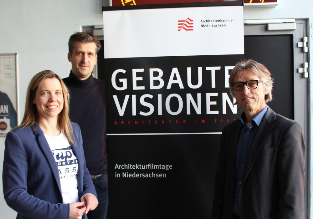Nicole Froberg, Lars Menz und Frank Rauschenbach bei der Programmvorstellung im Hallenbad. Foto: Christoph Böttcher