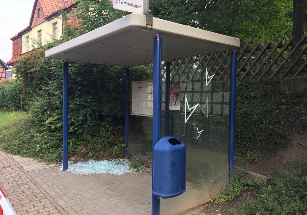 Am Samstag wurde wieder eine Bushatestelle in Schladen zerstört. Foto: Anke Donner
