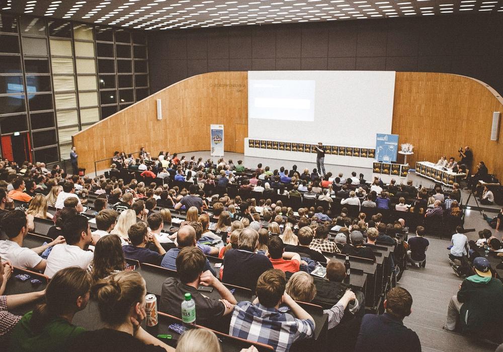 Bild vom Regionalwettbewerb in Braunschweig im Rahmen des Science Slams im Wissenschaftsjahr 2015 - Zukunftsstadt Foto: Haus der Wissenschaft Braunschweig/ F. Koch