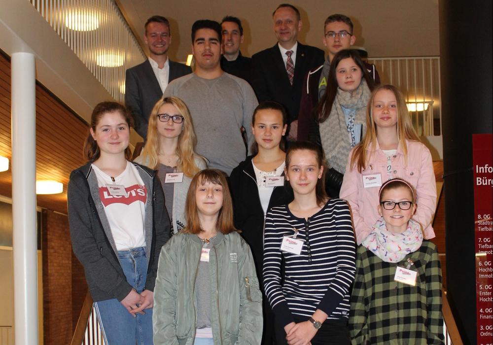 Zehn Schüler schnupperten Rathausluft. Foto: Stadt Peine