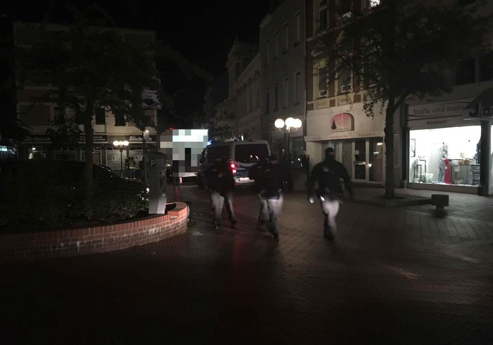 Die Polizei führt eine Großkontrolle am Echternplatz durch. Fotos: regionalHeute.de