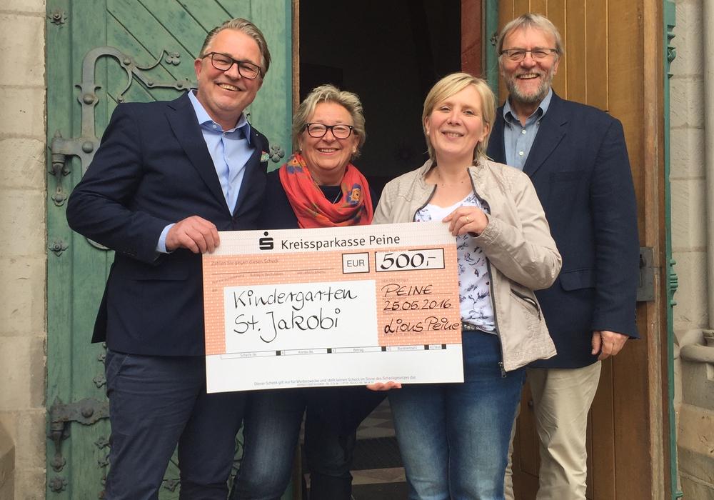 Der Lions-Club zeigte seine Dankbarkeit. Von links  Thomas Kreisel, Ute Ebel, Bianca Ohmes und Frank Niemann. Foto: Privat