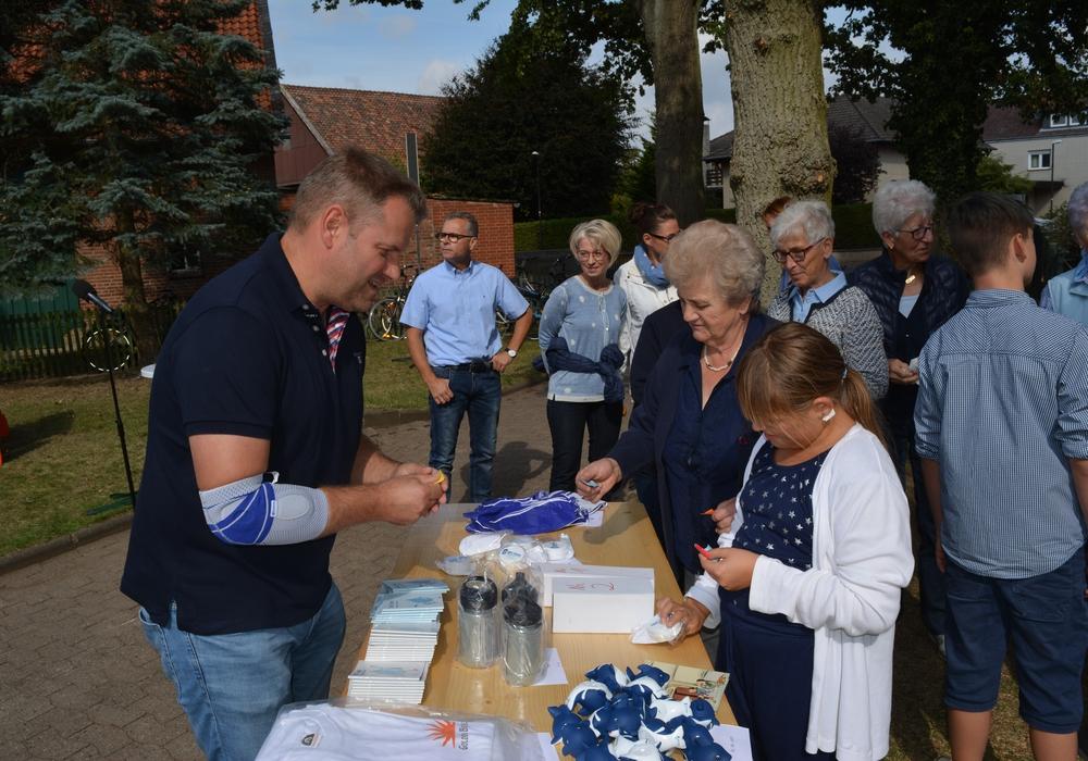 Außerdem gab es eine Tombola mit passenden Preisen vom Wasserverband. Foto: Evangelisch-Lutherischer Kirchenkreis Peine