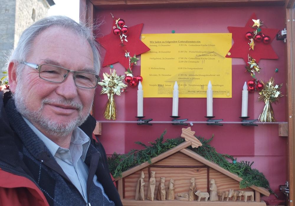 Helmut Meyer an der Gilzumer Krippe, Foto: Privat