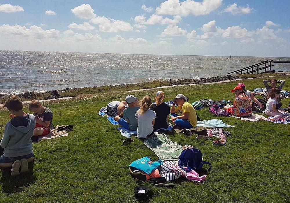 Die Kinder können bei sommerlichen Temperaturen die Insel Neuwerk genießen und auch draußen aktiv sein. Fotos: Stadt Salzgitter