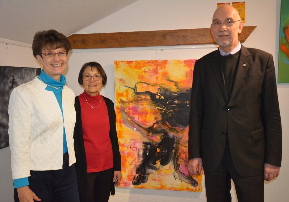 Vera Szöllösi, Rosemarie Deyerling und Dr Volker Menke bei der Finissage. Fotos: Evangelisch-Lutherischer Kirchenkreis Peine
