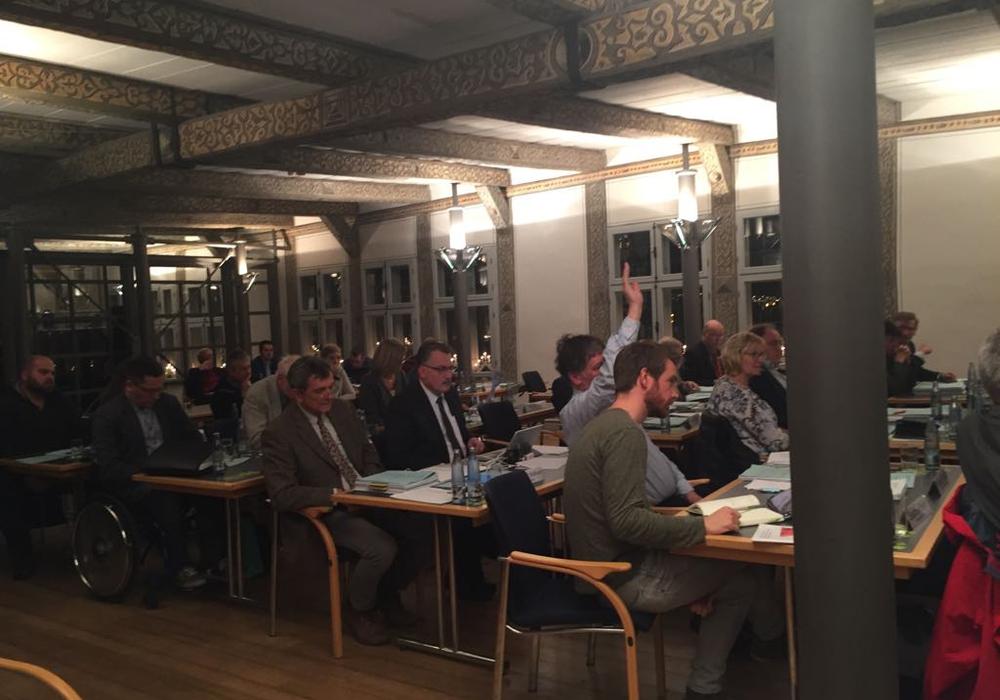 In der jüngsten Sitzung des Rates der Stadt wurde dem neuen Besetzungsvorschlag für die Arbeitsgruppe Schulentwicklungsplanung zu. Der Stadtelternrat sieht jedoch Nachbesserungsbedarf. Foto: Anke Donner