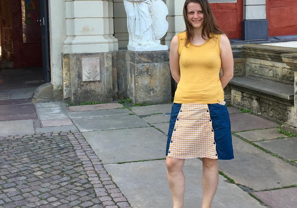 Julia Hamburg vor dem Gymnasium im Schloss in Wolfenbüttel. Foto: Privat