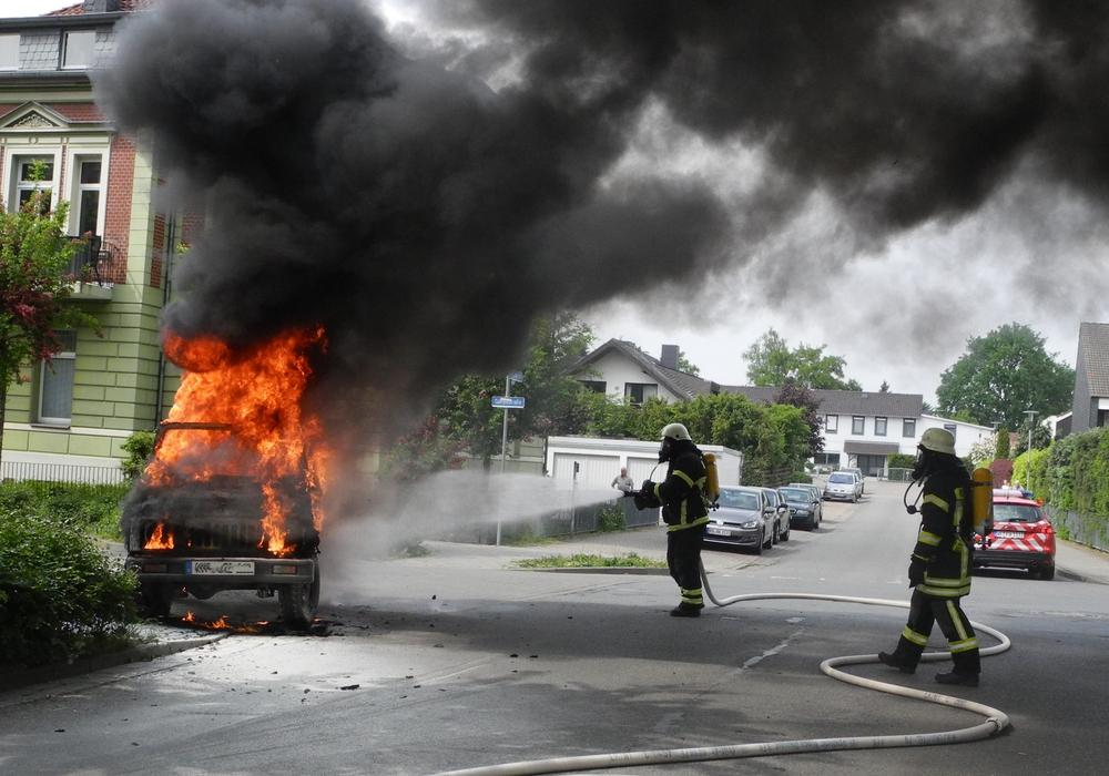 Das Auto brannte komplett aus. Foto: kg