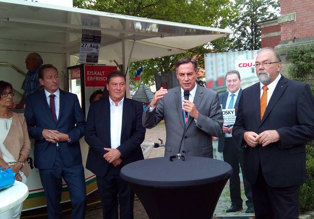 Christdemokraten im Gespräch: Sabine Wendt (von links), Ralph Bogisch, Uwe Lagosky, David McAllister, Hans Dieter Dreß. Foto: CDU