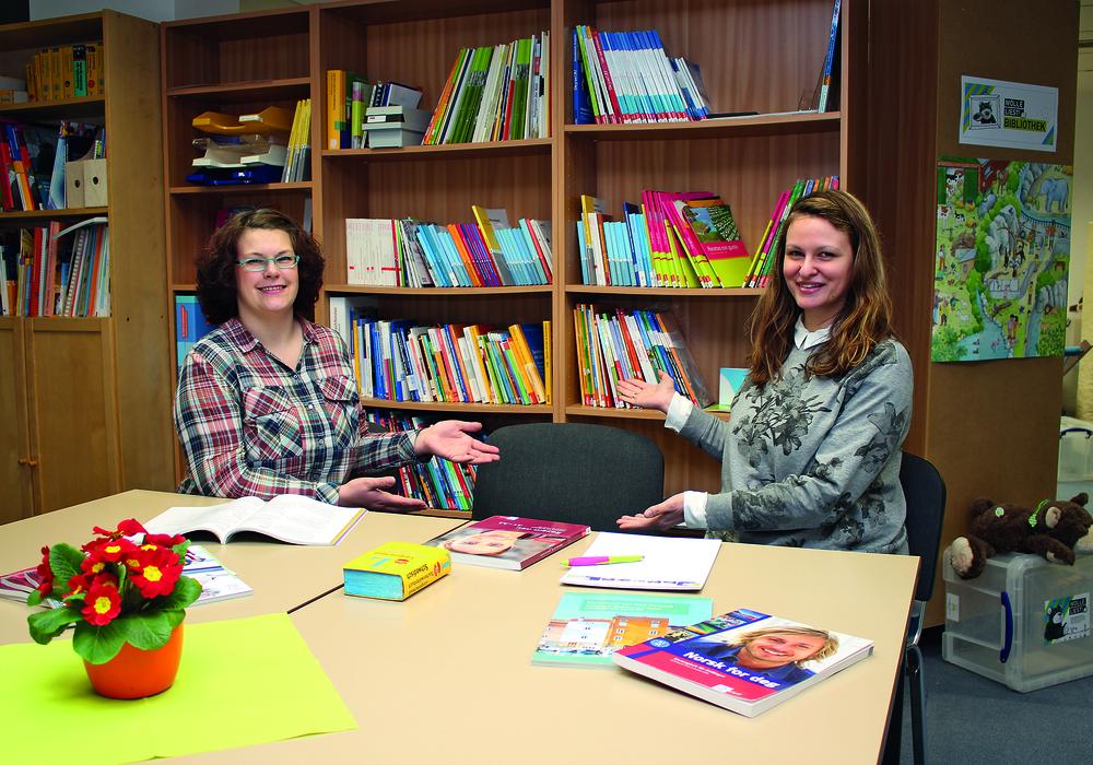 Lejla Specht, Programmbereichsleitende Fremdsprachen (re.) und Christiane Hamprecht, Kurssachbearbeiterin. Foto: Stadt Wolfsburg