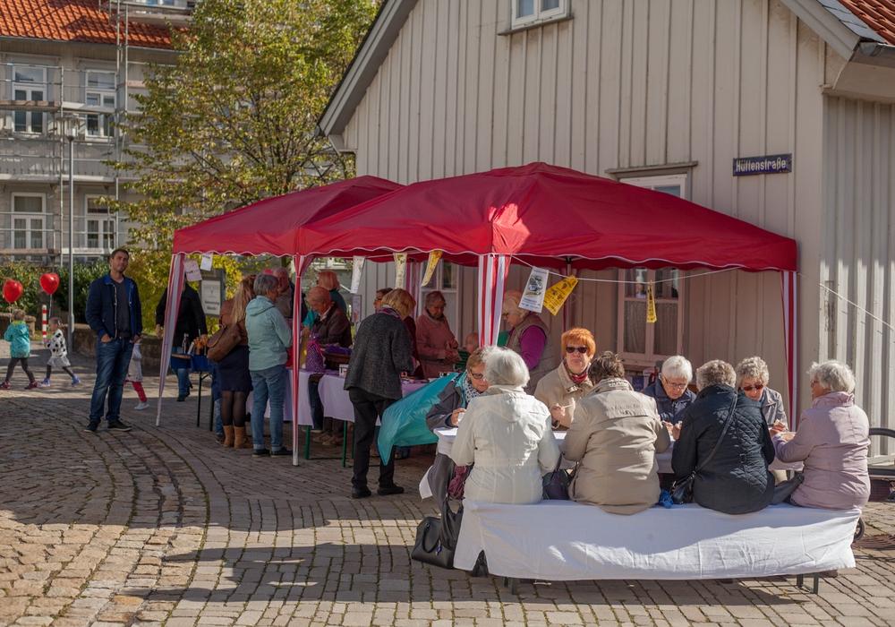 Ein gemütliches Beisammensein zum Erntedankfest rund um die Martin-Luther-Kirche in Oker. Foto: C. Pein