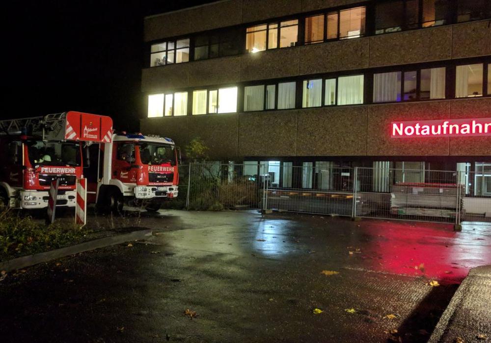 Mittels einer Drehleiter konnte ein Patient aus dem Obergeschoss gerettet und der Notaufnahme zugeführt werden. Foto: Ortsfeuerwehr Helmstedt