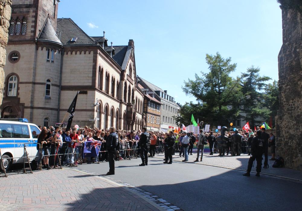 Im August kam es zuletzt zu einer Kundegebung-Gegenkundgebung-Situation n Goslar: 1.000 Goslarer demonstrierten gegen 80 Anhänger der Partei Die Rechte. Symbolfoto: Werner Heise