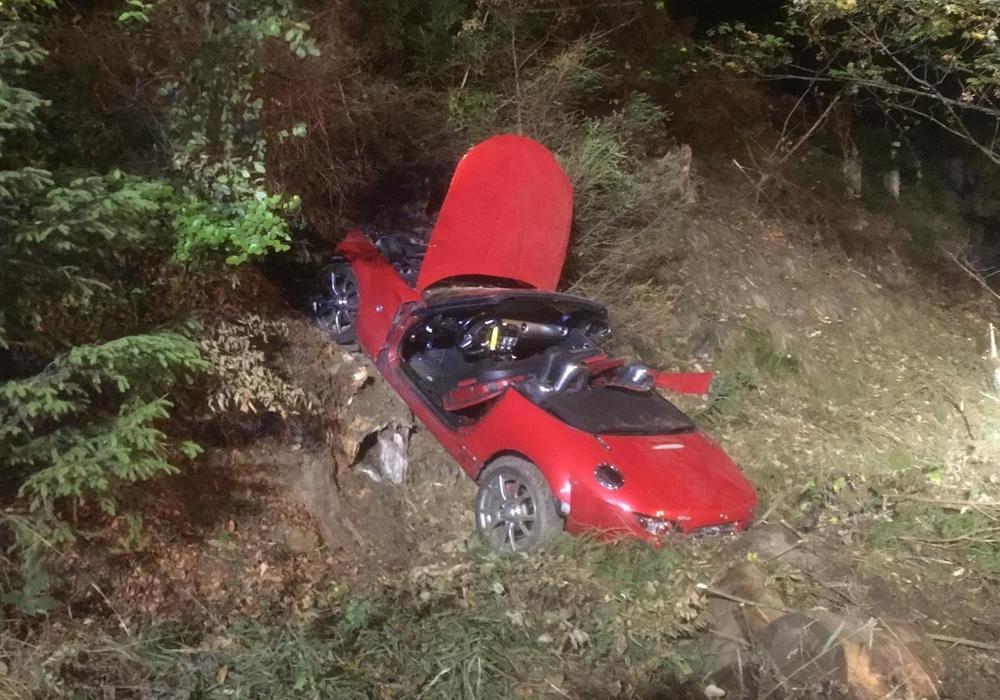 Der Wagen wurde die Böschung hoch geschleudert. Fotos: Feuerwehr Braunlage