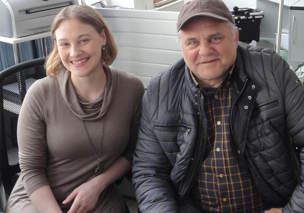Projektleiterin Steffi Elina Bischoff und Martin Koschyk, der sich für Geflüchtete einsetzt. Foto: Privat