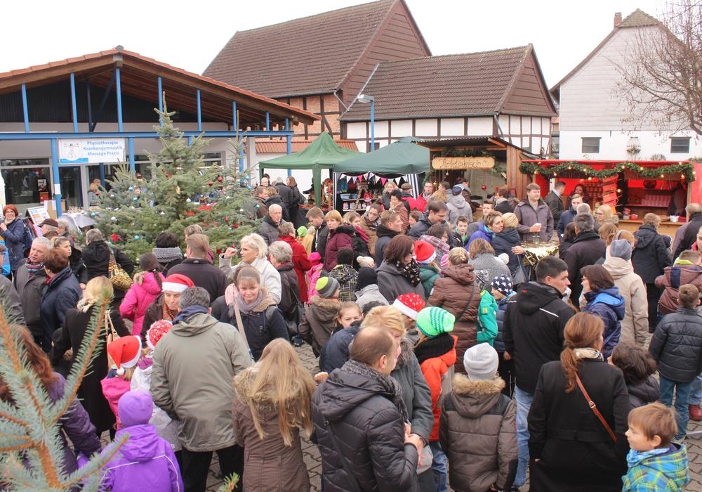 In Fümmelse fand am heutigen Samstag der 28.Altdeutsche Weihnachtsmarkt statt und lockte viele Besucher an. Fotos: Anke Donner