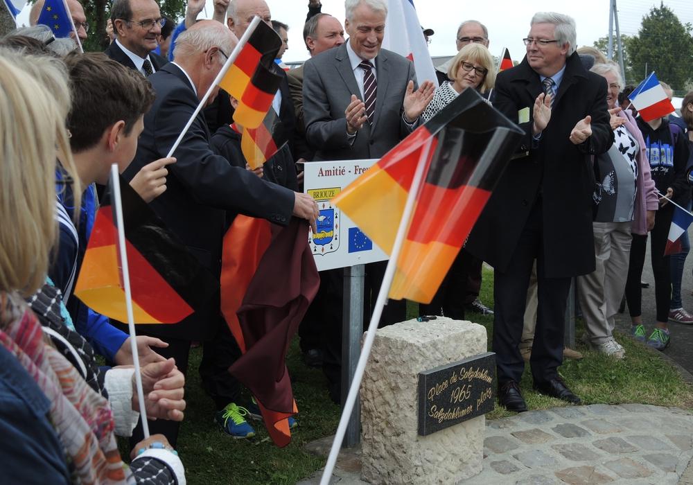 Feierliche Eröffnung auf dem Salzdahlum-Platz in Briouze Pfingsten 2015, Foto: Privat