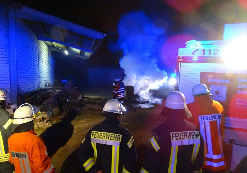Ein nicht gemeldetes Lagerfeuer löste einen Feuerwehrgroßeinsatz aus. Fotos: Feuerwehr Pressestelle