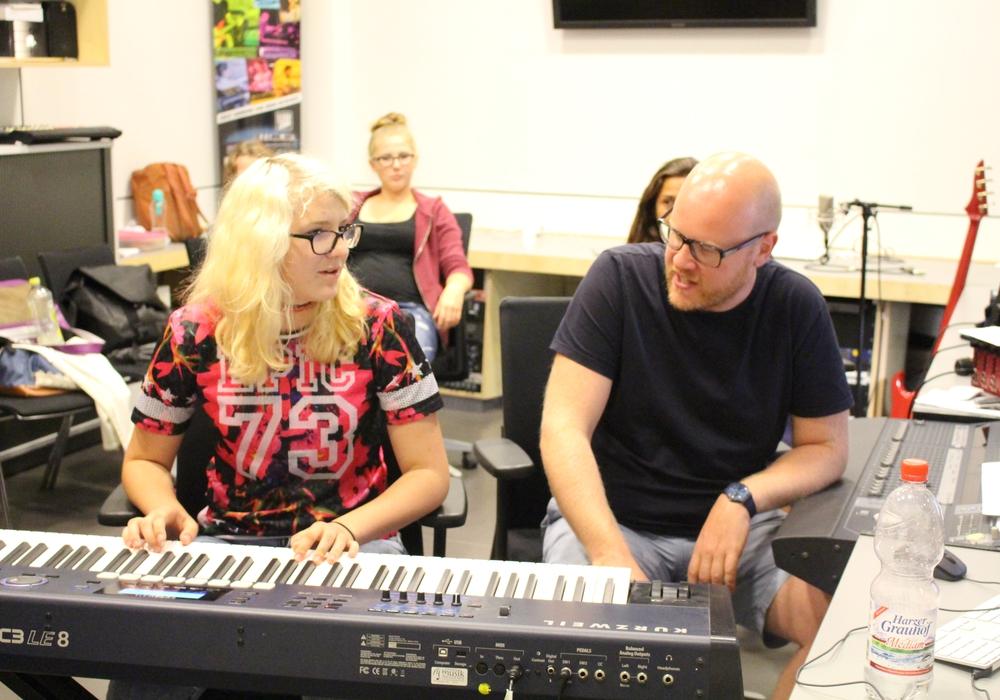 Jens Eckhoff nahm sich viel Zeit für die Musiker. Foto: Kai Baltzer