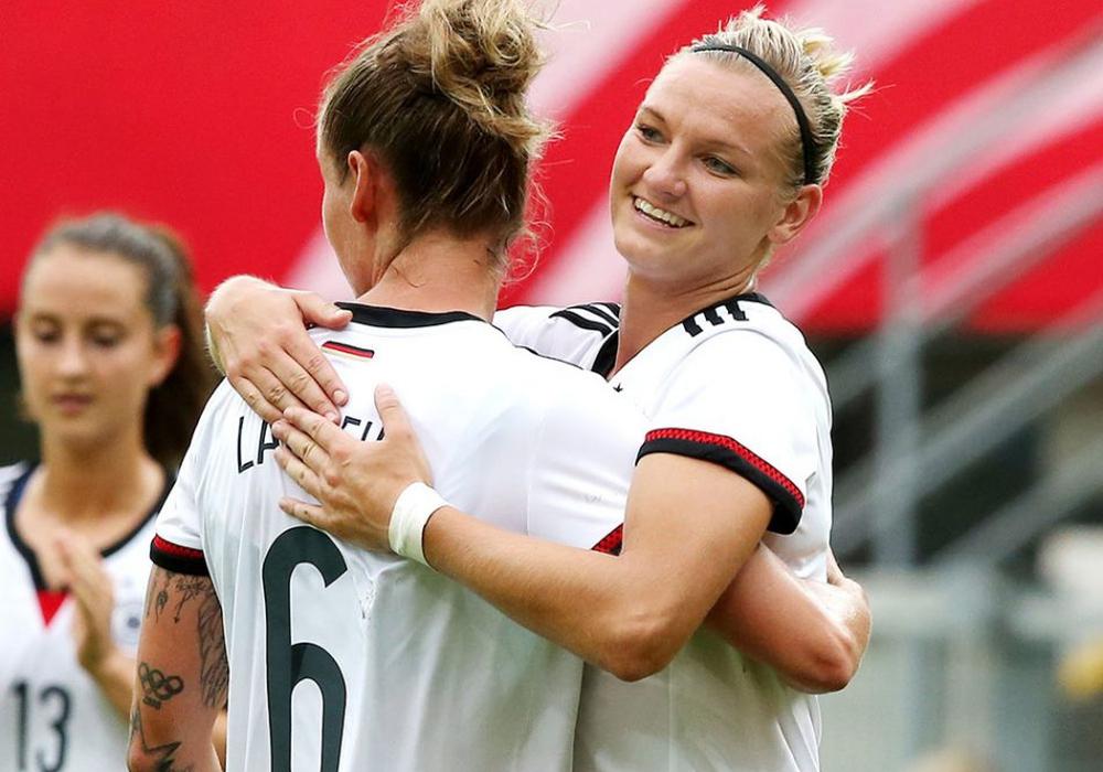 Alex Popp will mit den DFB-Frauen zurück an die Spitze und wieder jubeln. Foto: Agentur Hübner