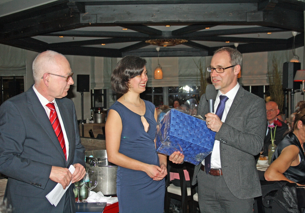 Prof. Dr. Christian Eckmann (3. v. li.) freut sich über Verleihung des Julius-Springer-Preises. Foto: AKH-Gruppe