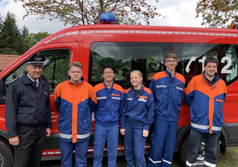 Auch vier Jugendliche aus der Feuerwehr Braunschweig legten erfolgreich die Jugendflamme 3 ab. Foto: Feuerwehr