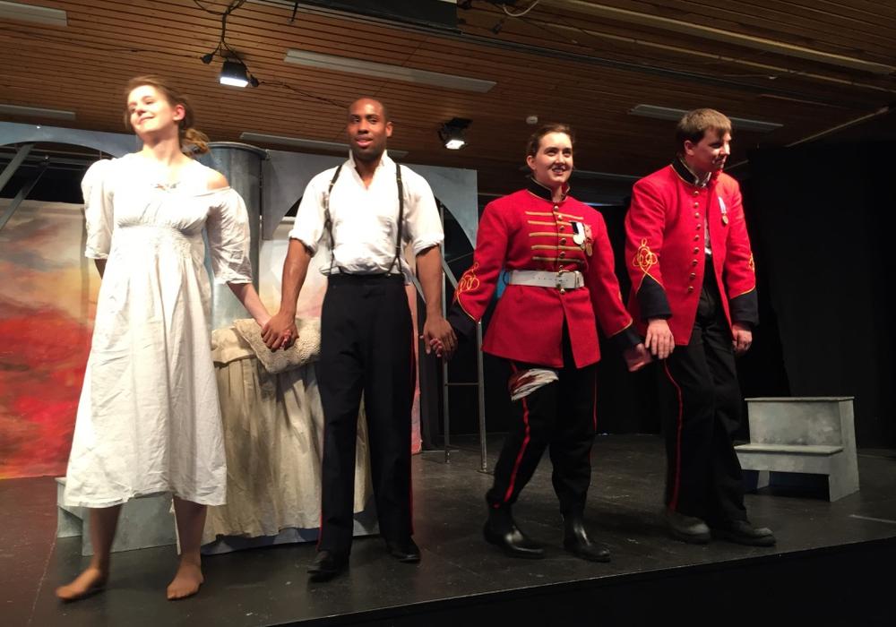 Die Schauspieler stellten sich auf die unterschiedlichen Altersstufen der Schüler ein. Foto: Theodor-Heuss-Gymnasium