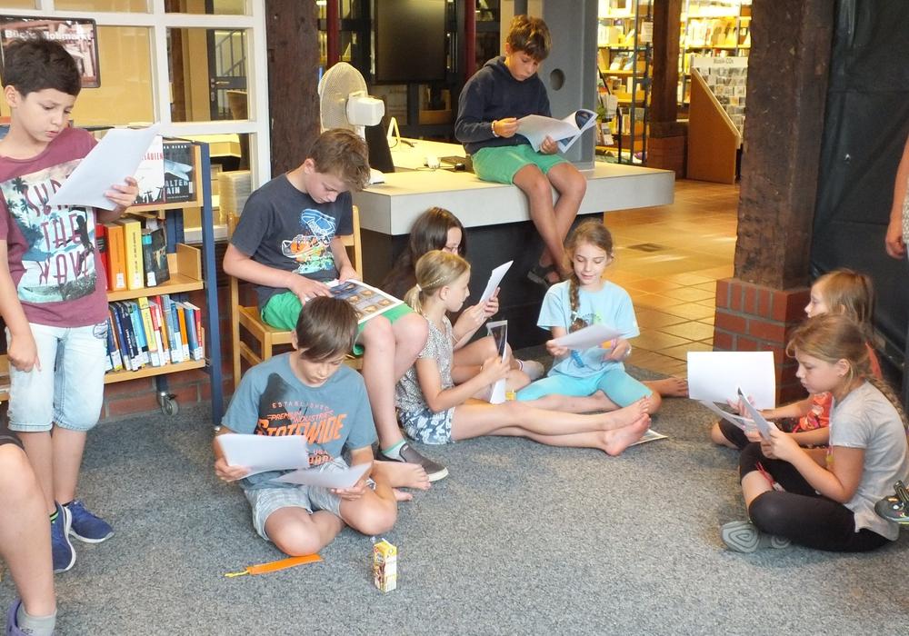 Für Leseratten ist die Lesenacht in der Stadtbücherei genau der richtige.