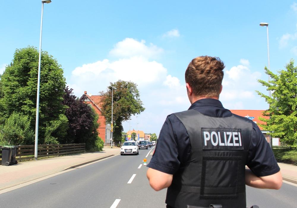 Die Polizei kontrollierte 150 Fahrzeuge und stellte drei Anzeigen. Symbolfoto: Nick Wenkel